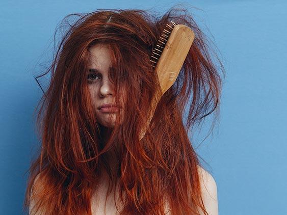 Hoe verwijder je makkelijk klitten uit je haar