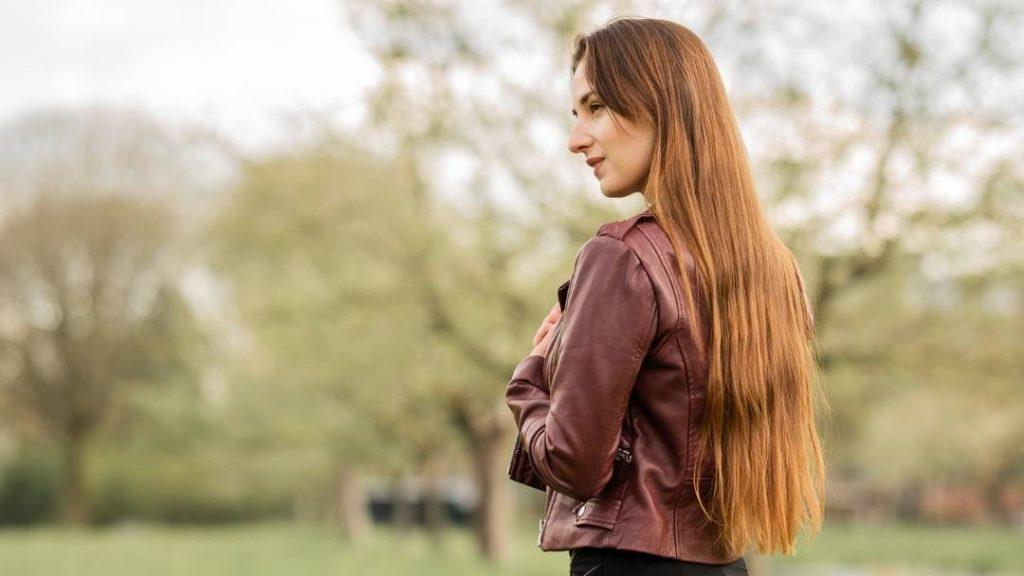 Wil je graag je haar lang laten groeien? Ik deel met je welke 7 dingen ik heb gedaan om mijn haar van schouder tot heup te laten groeien.