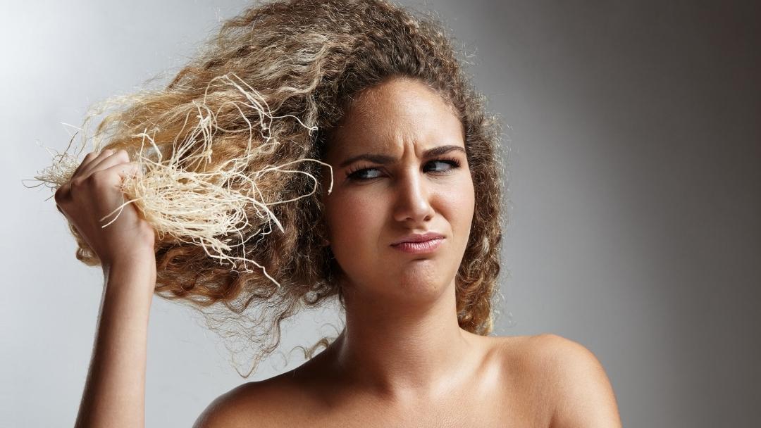 5 dingen die leiden tot zwaar beschadigd haar